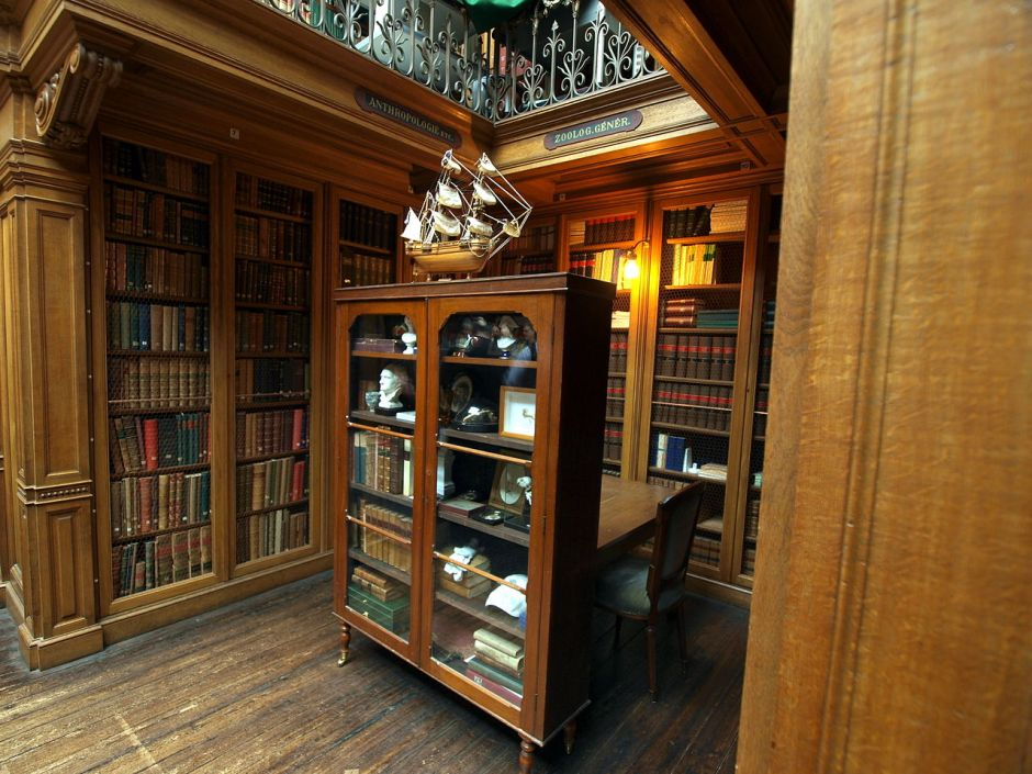 Library_at_the_Teylers_museum,_photo-4,_Cabinet_of_Boudewijn_Buch